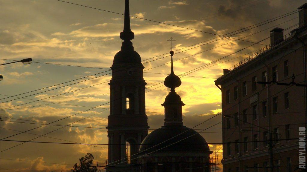 Калуга. Мироносицкая церковь на закате.