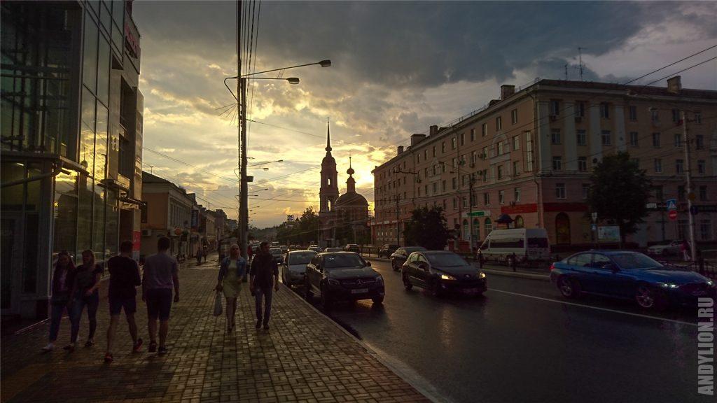 Улица Кирова и Мироносицкая церковь. Калуга.