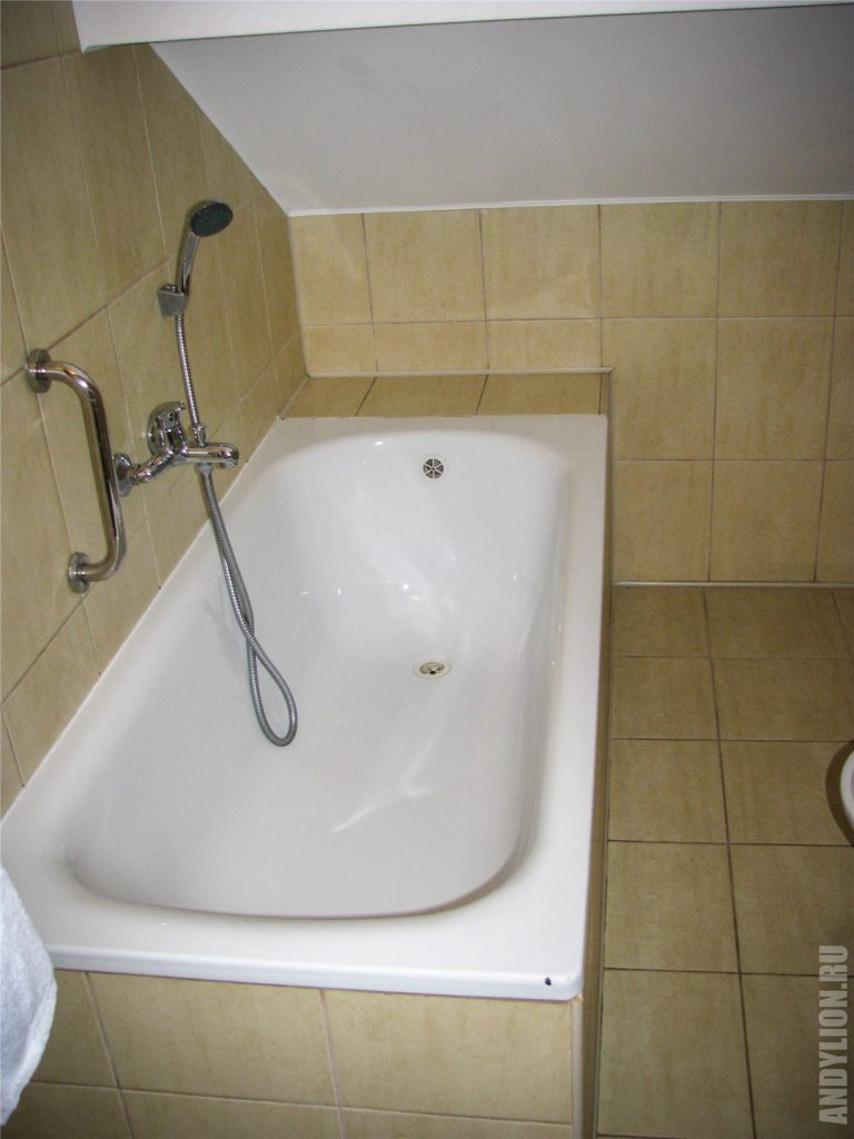 Hotel Dukat. Ванная комната. Номер с мансардой.