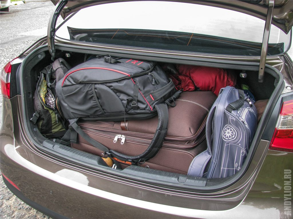 Евросентябрь-2016. Упаковка вещей в багажние Kia Cerato