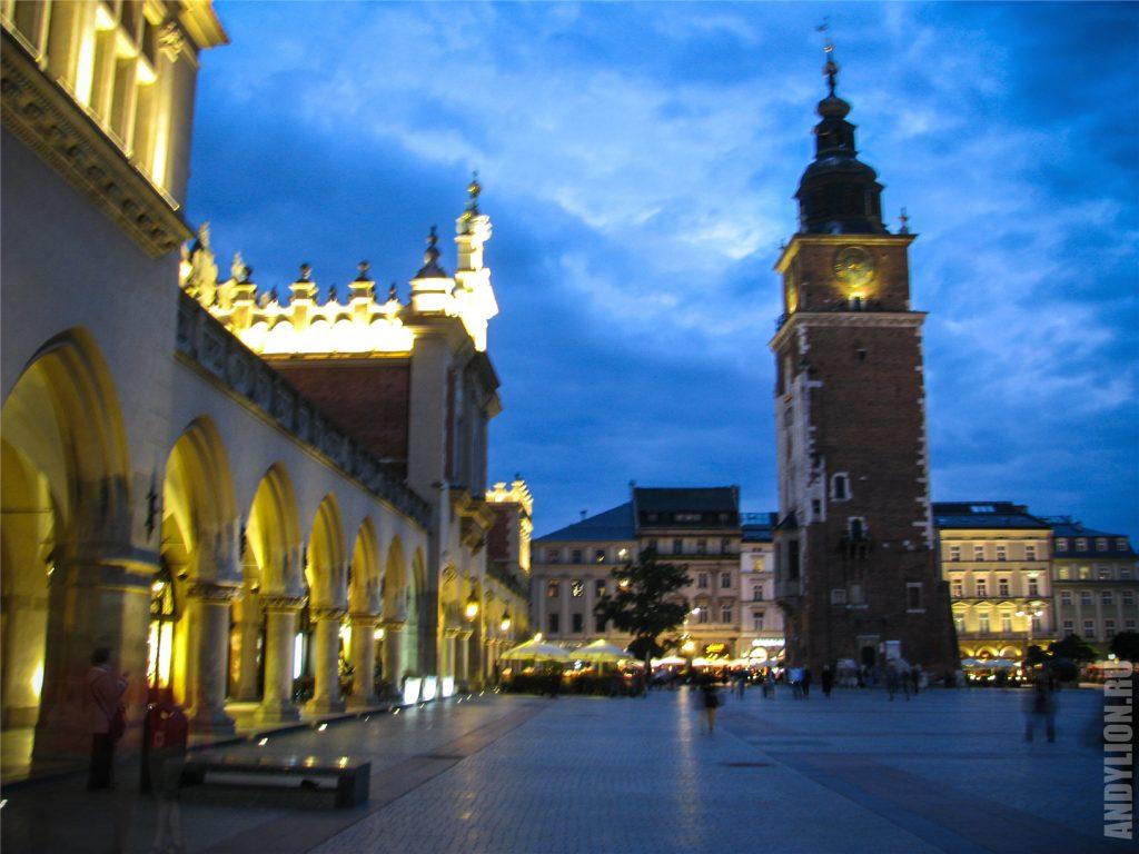 Башня Ратуши в Кракове. Рыночная площадь.