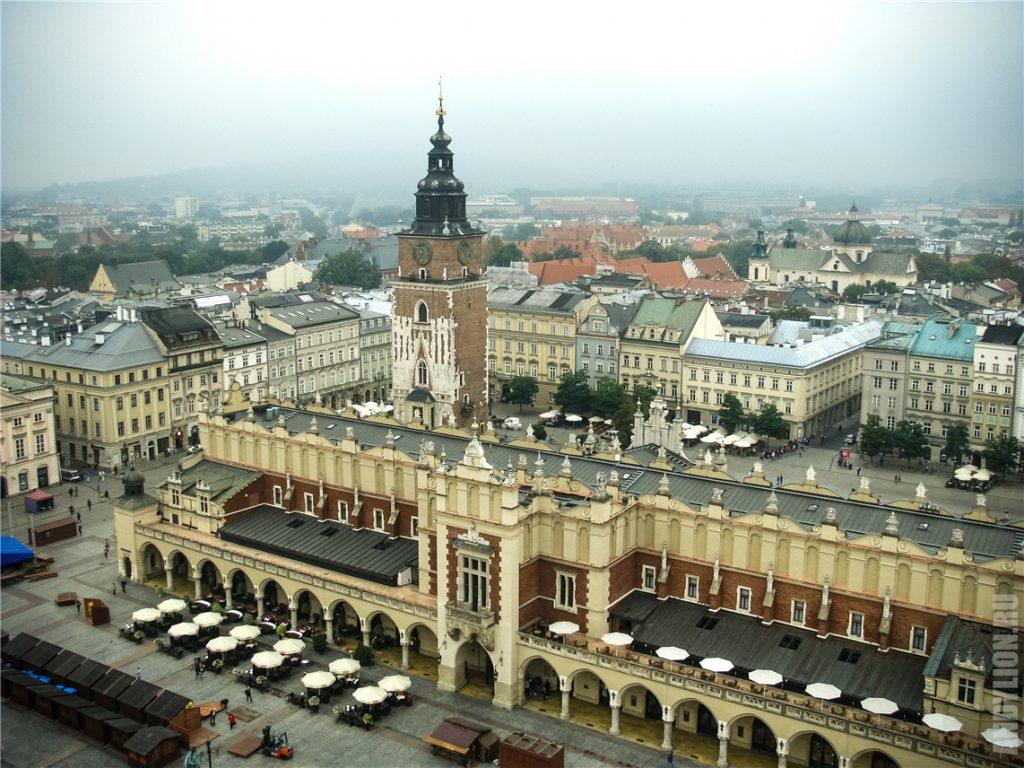 Башня ратуши и Суконные ряды на Рыночной площади в Кракове