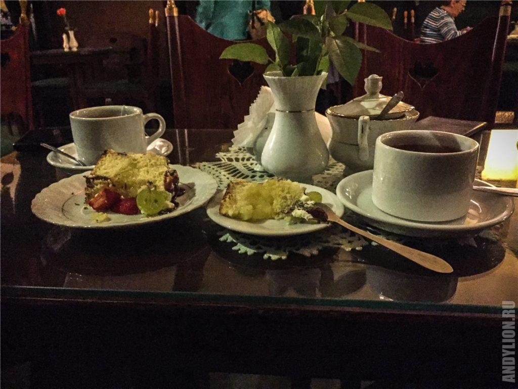 Кафе Яма Михалика. Чаепитие с фирменным тортом.