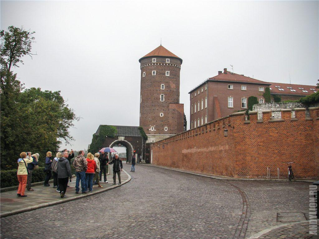 Ворота, стены и башня. Вавельский замок.