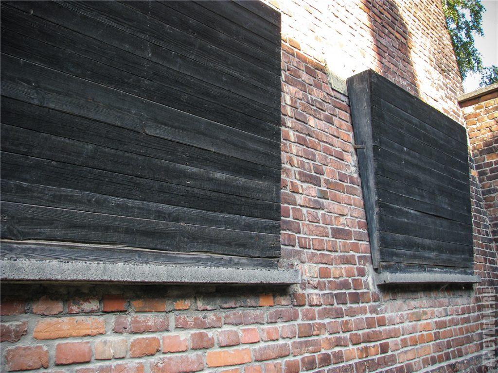 Заколоченные окна в Освенциме