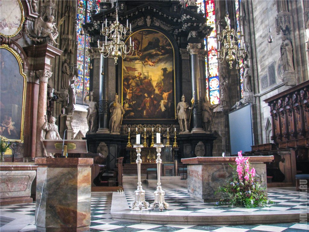 Внутри собора святого Стефана в Вене