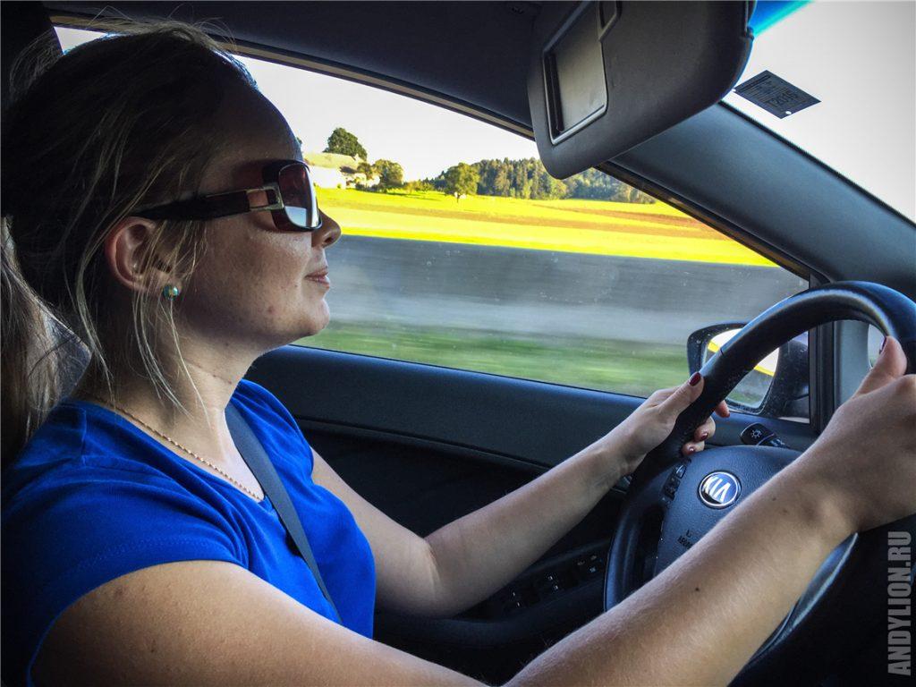 Аня за рулем мчится в Инсбрук