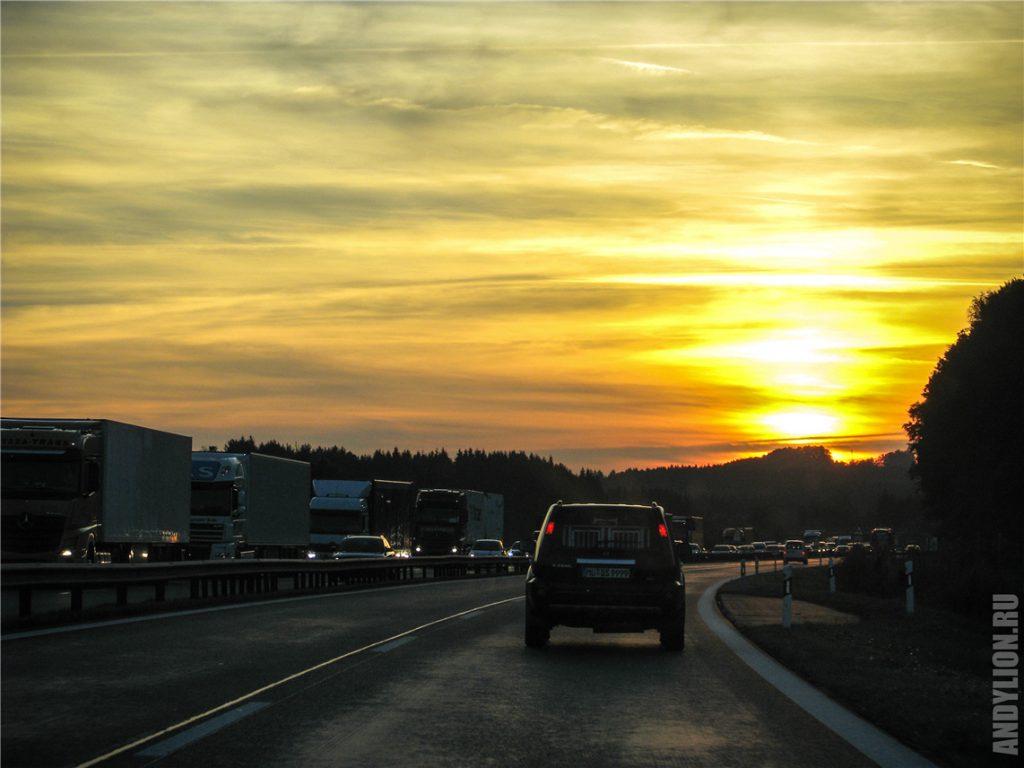 Красивый закат на трассе Вена-Инсбрук