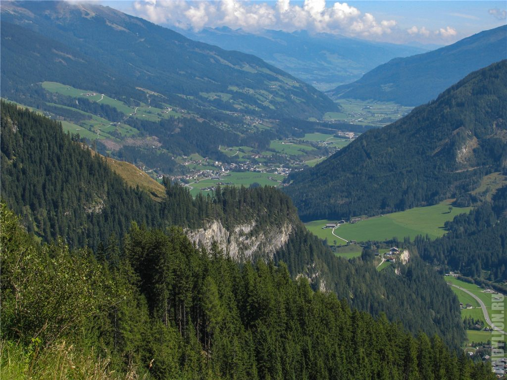 Горная дорога Герлос. Вид на долину.