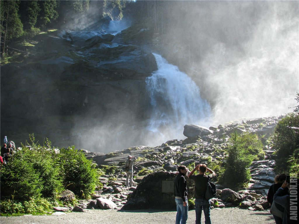 Самый нижний водопад каскадов Кримль