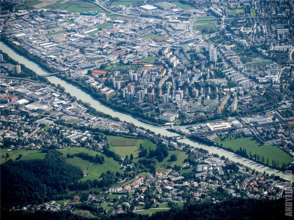 Инсбрук и река Инн с высоты