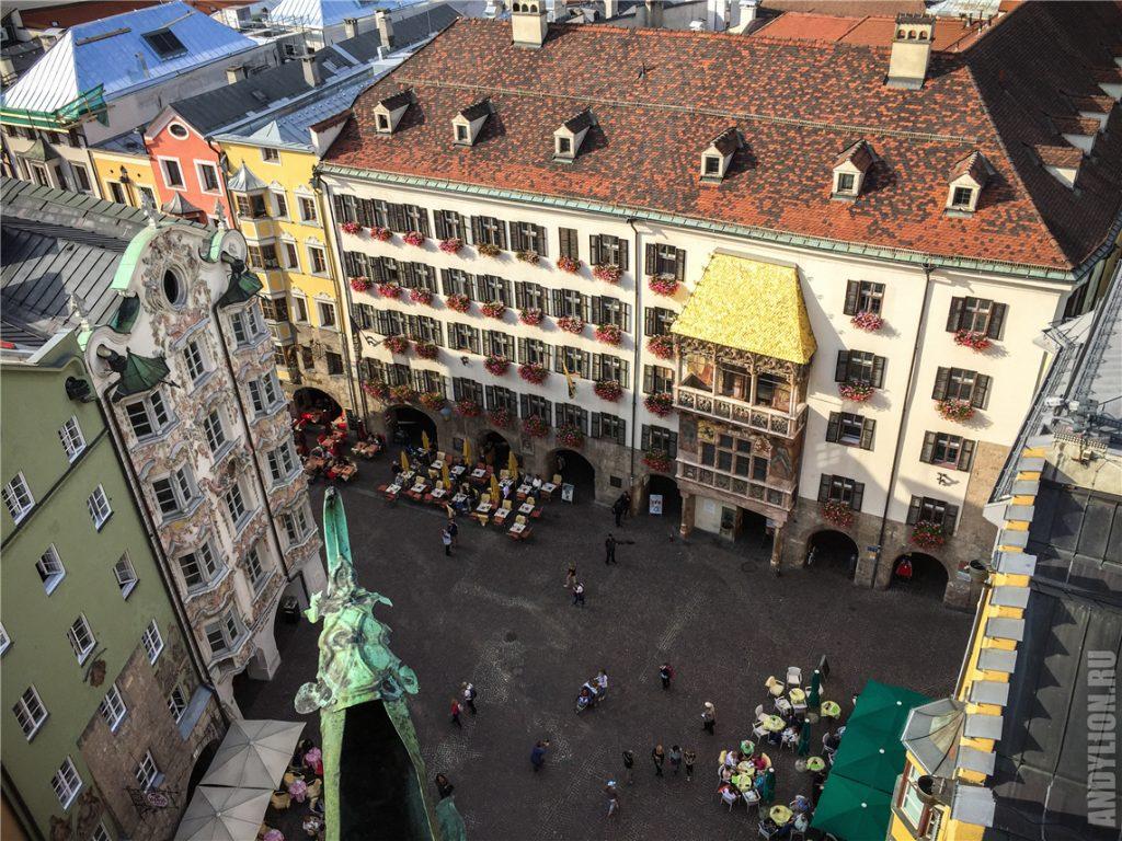 Площадь у дома с золотой крышей в Инсбруке