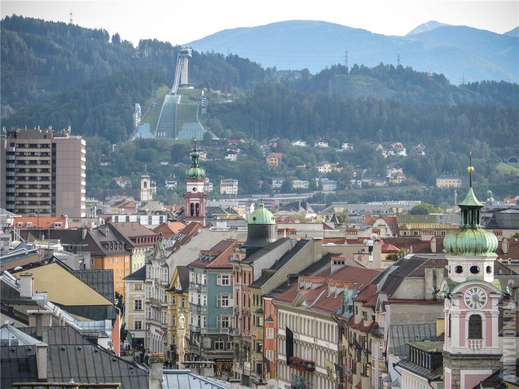 Панорама Инсбрука и трамплин Бергизель