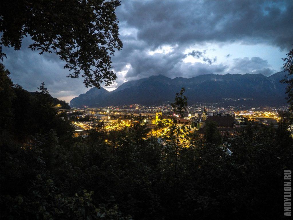 Вид на ночной Инсбрук. Tyrol Panorama.