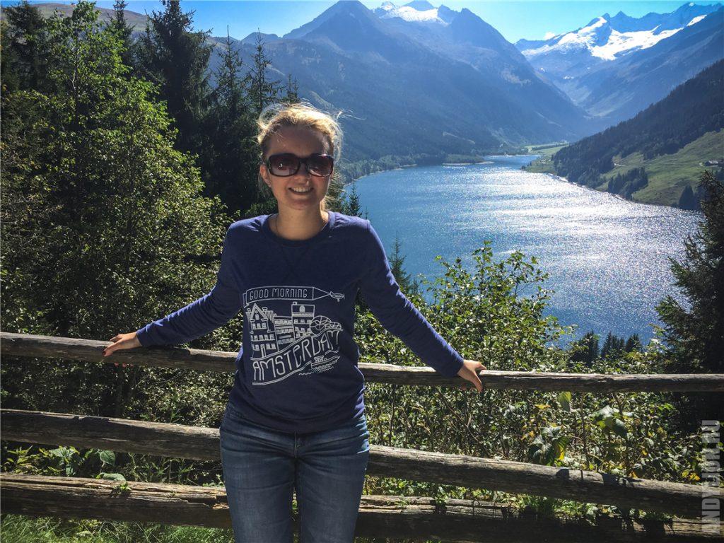 Аня на фоне озера Speicher Durlassboden