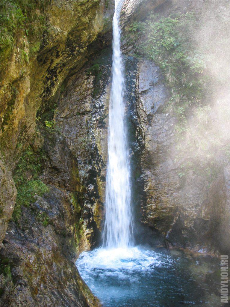 Красивый водопад в ущелье Раггашлухт