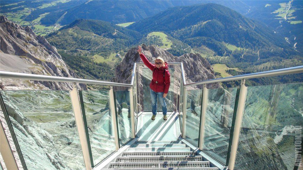 Аня на Лестнице в Никуда