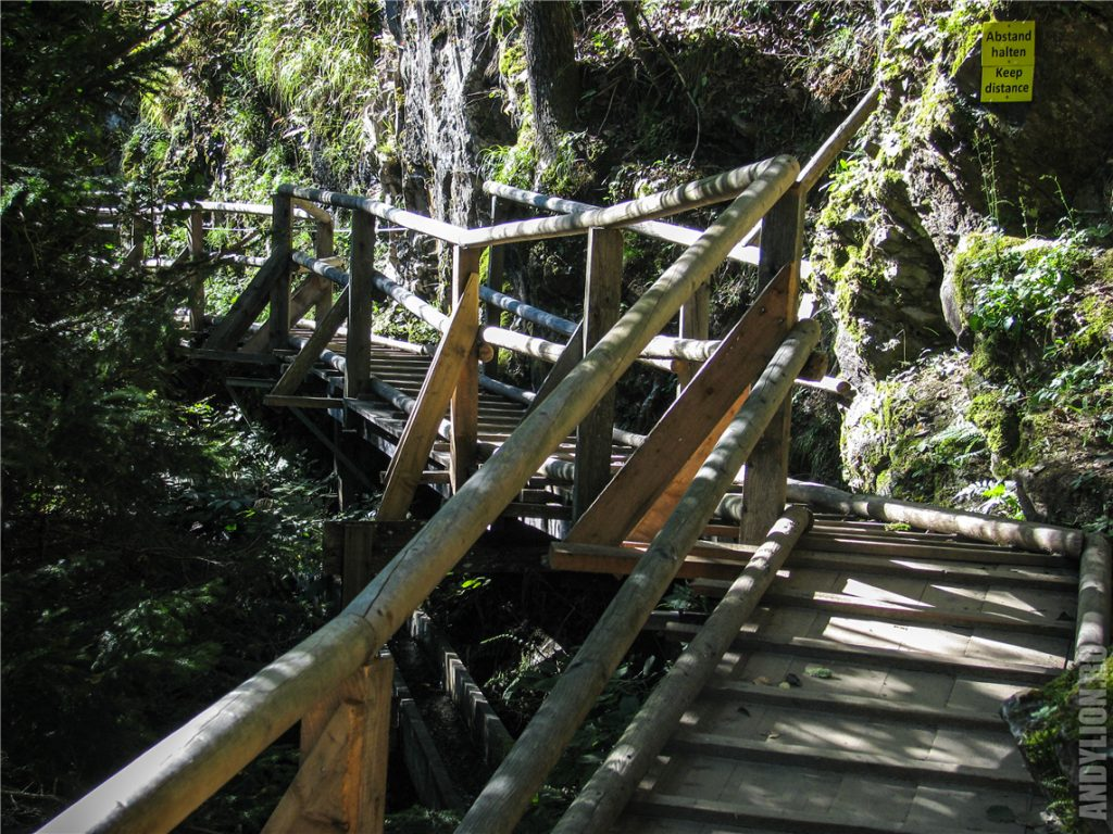 Ущелье Раггашлухт. Деревяные мостки.