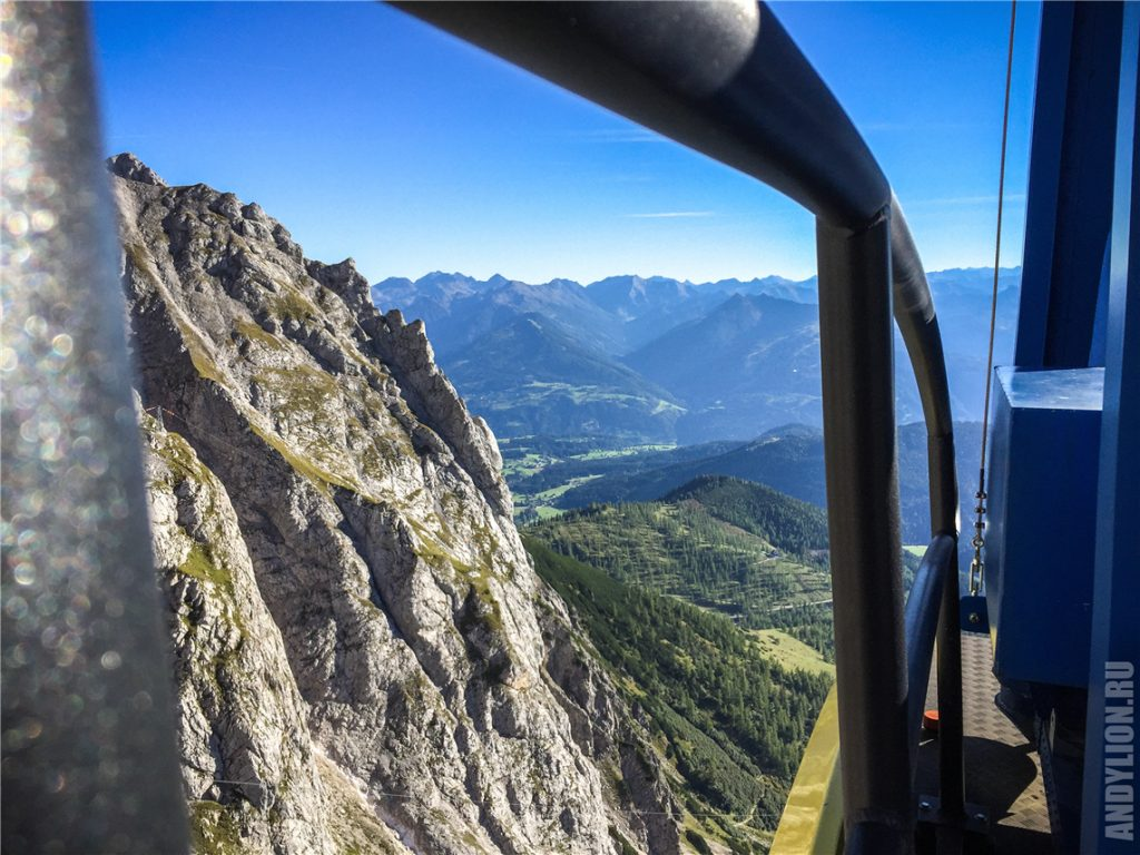Спуск с Дахштайн на крыше кабинки канатной дороги