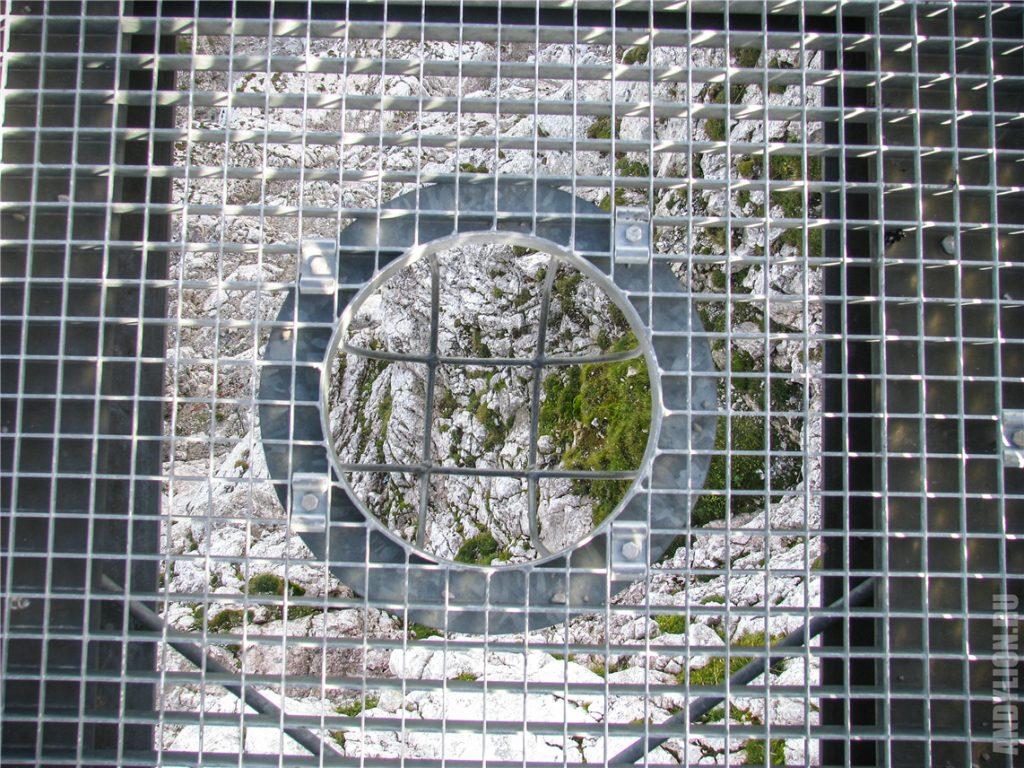Прозрачный решетчатый пол на Пяти Пальцах Дахштайн