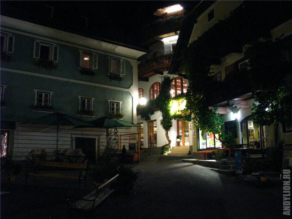 Ночной Гальштат. Главная площадь.