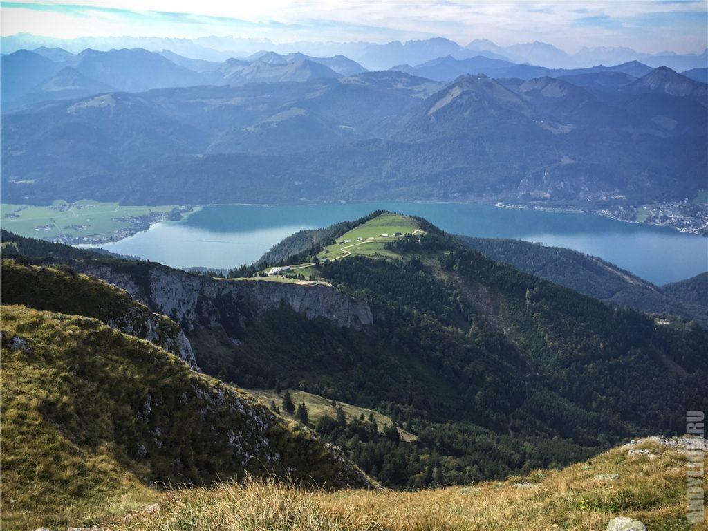 Вид с горы Шафберг на озеро Вольфгангзе