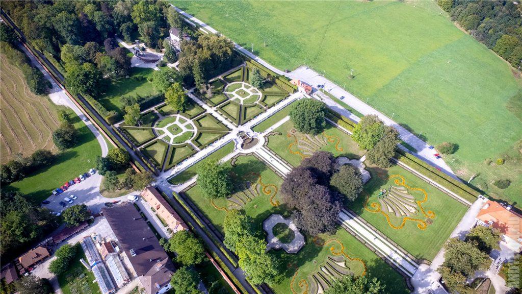Замковый сад Чески-Крумлов с воздуха