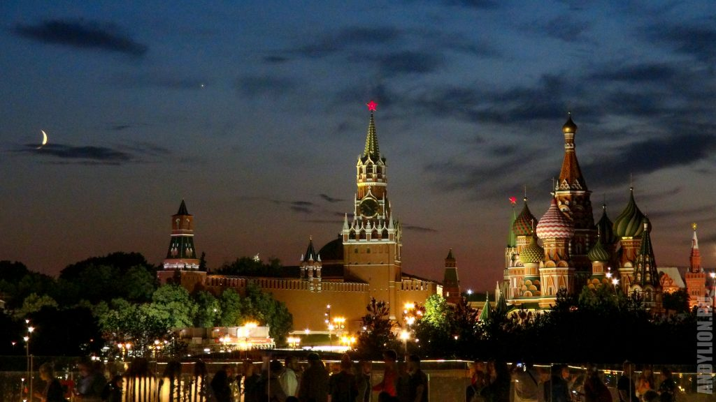 Кремль и храм Василия Блаженного. Вид из Зарядья.
