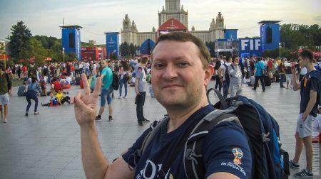 Счастливый Andy в фан-зоне около МГУ