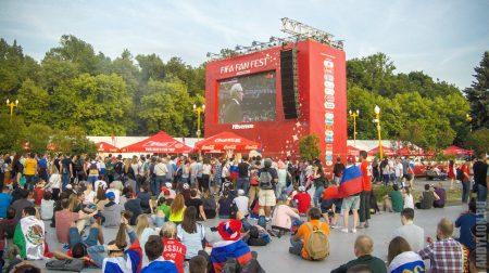Экраны в фан-зоне на Воробьевых