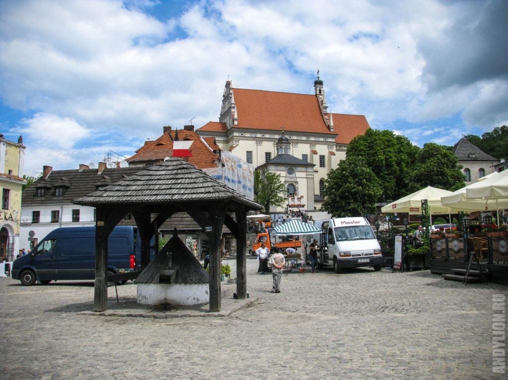 Колодец и Фарный костел на Рыночной площади