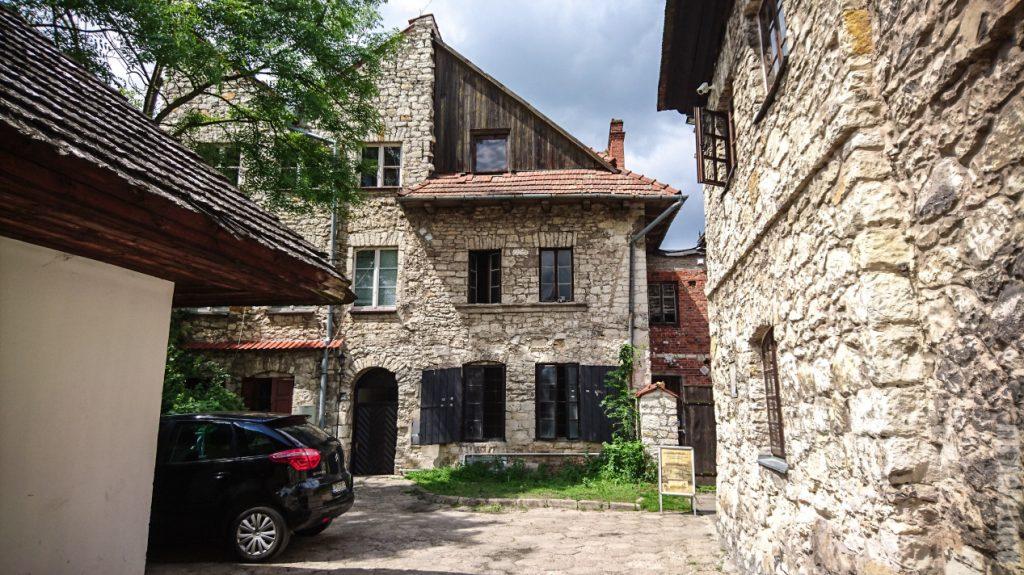 Старинные каменные дома
