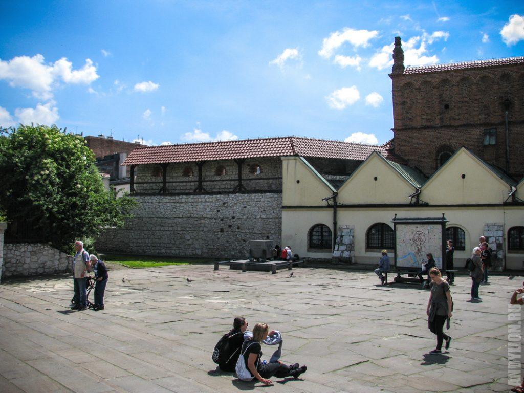 Площадь перед Старой Синагогой