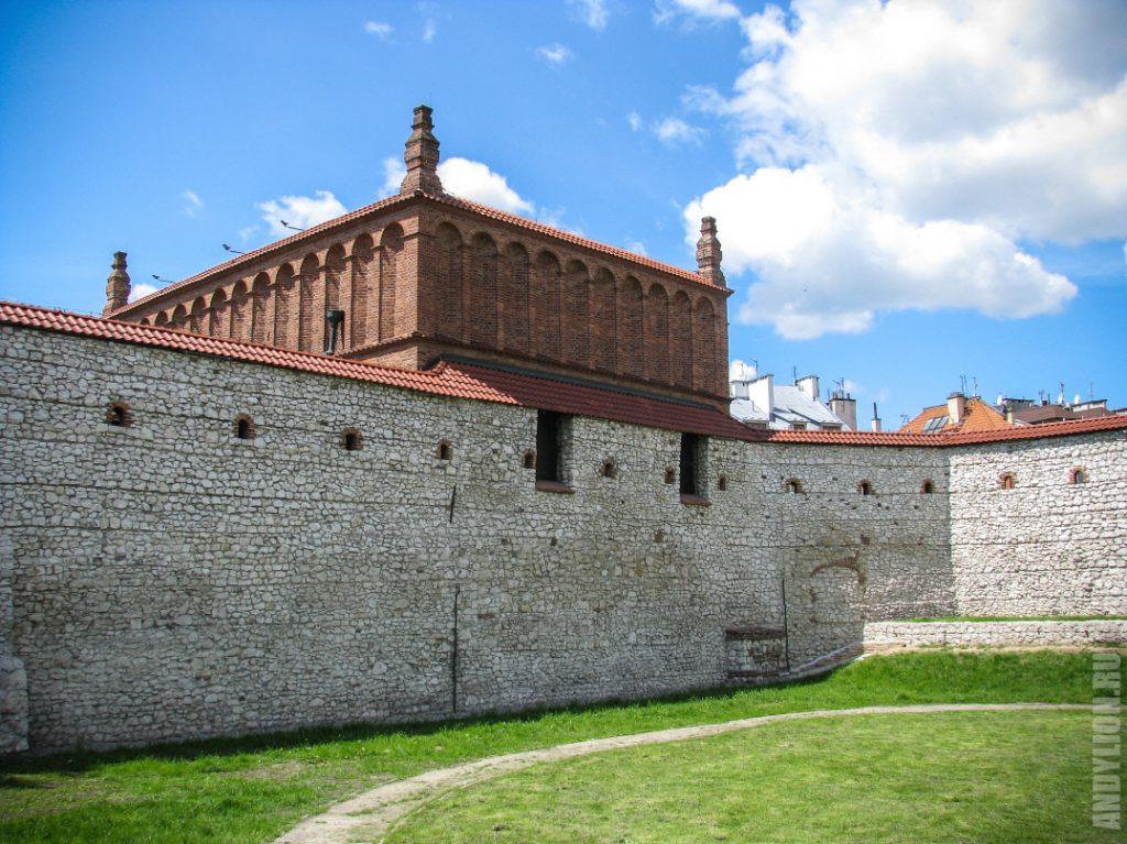 Старая Синагога и часть городской стены