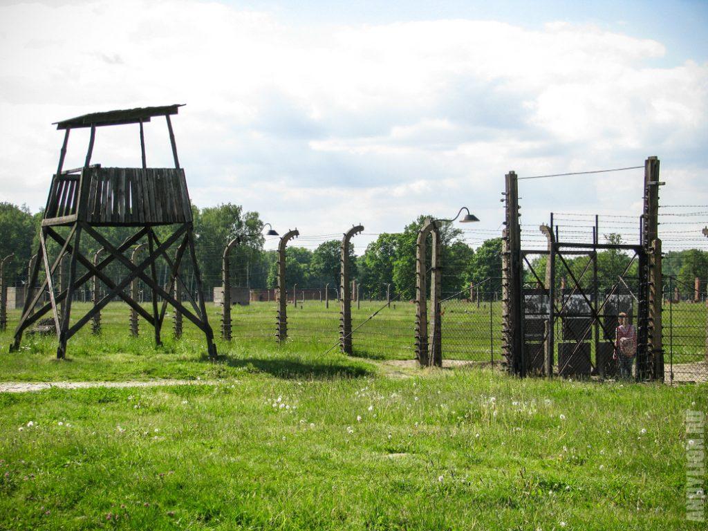 Вышка и забор