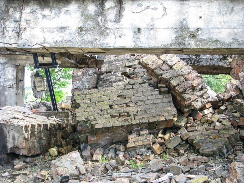 Развалины строений в концлагере Биркенау