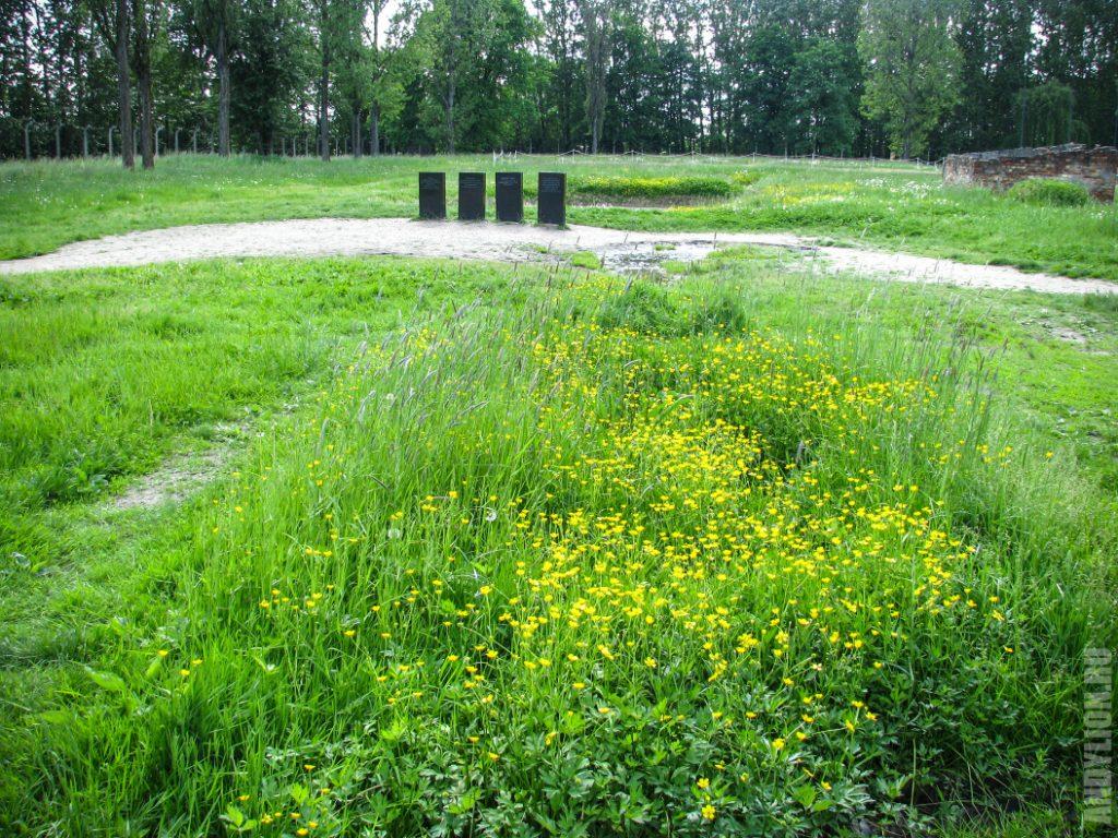 Памятные надгробия