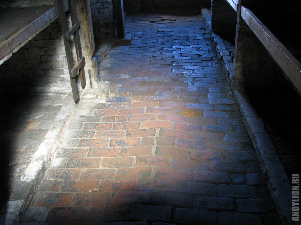 Каменный барак. Внутренний интерьер.