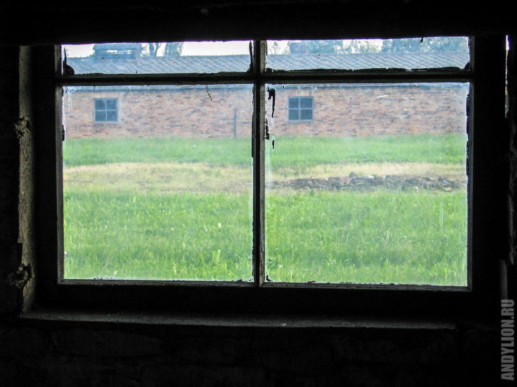Окно. Концлагерь Биркенау в Освенциме.