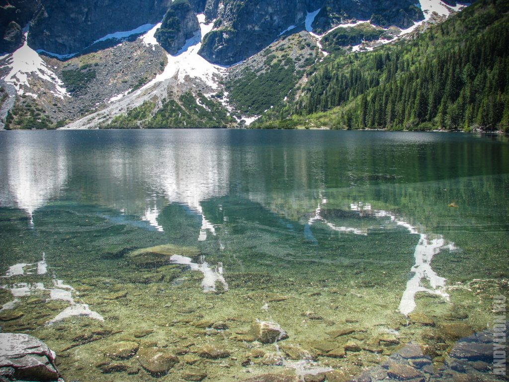 Чистейшая прозрачная вода озера