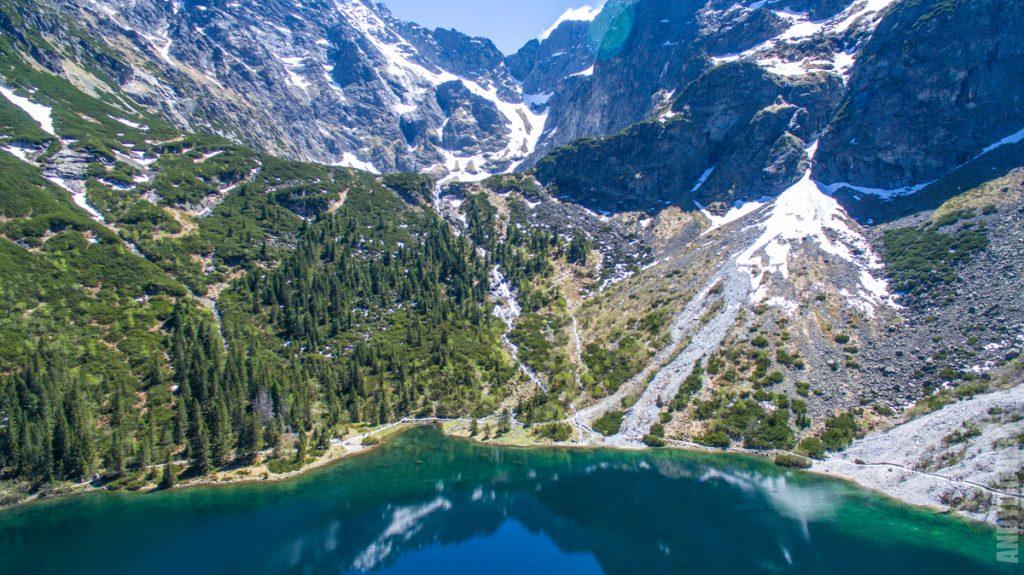 Вид на склон, ведущий к Черному Озеру
