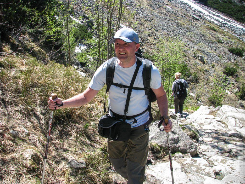 Андрей поднимается к Черному Озеру
