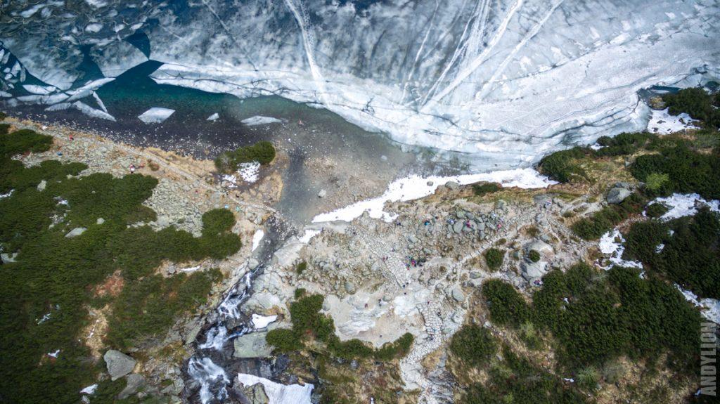 Черное Озеро и водопад