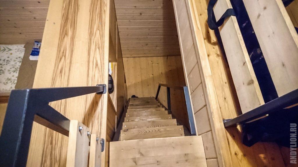 Крутая лестница на антресоль