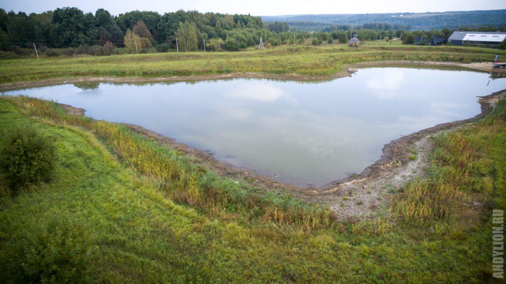 Искуственный пруд в экопарке Ясно Поле