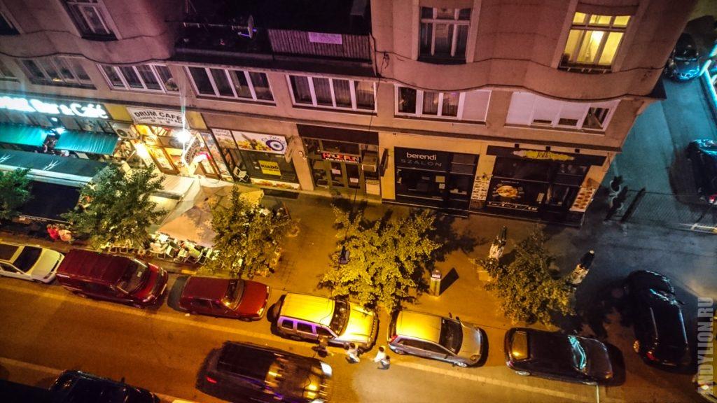 Улица Доб. Будапешт. Вид с балкона наших апартов.