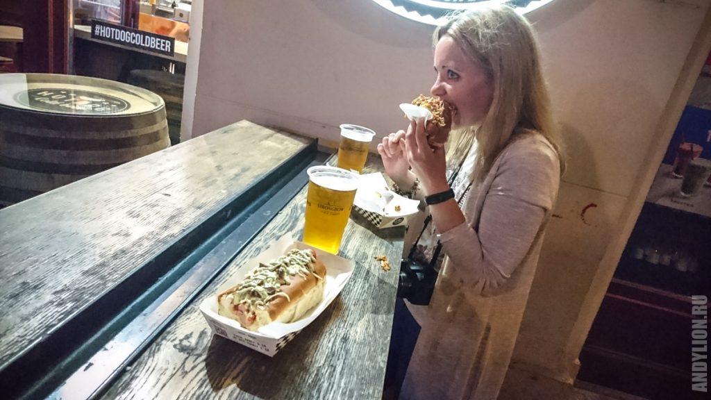 Ужин хотдогом и пивом