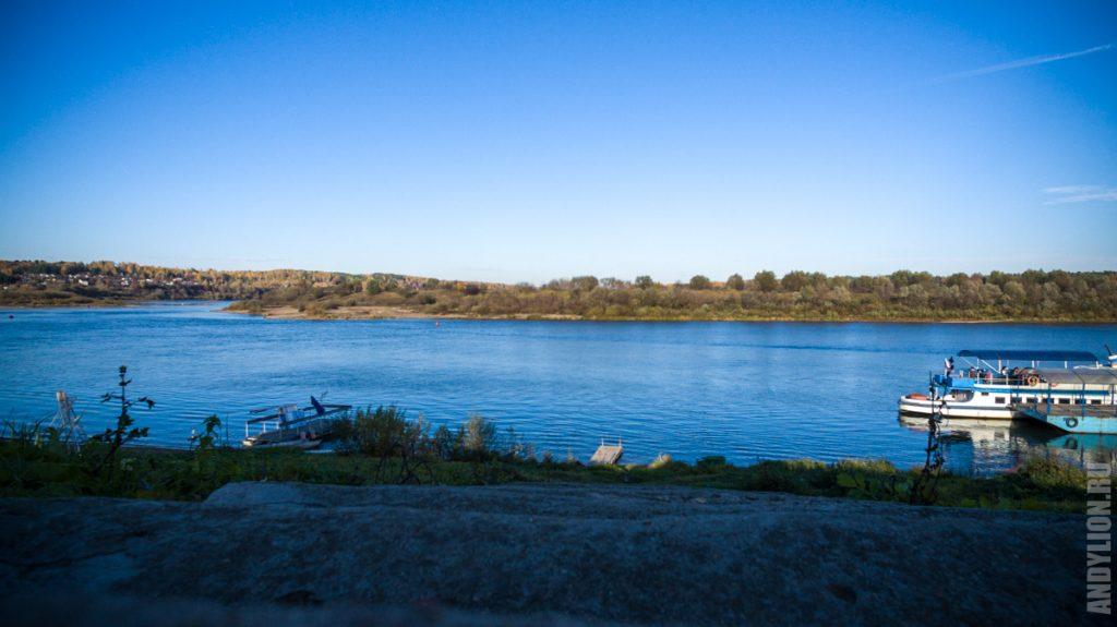 Ока и речной причал в Тарусе