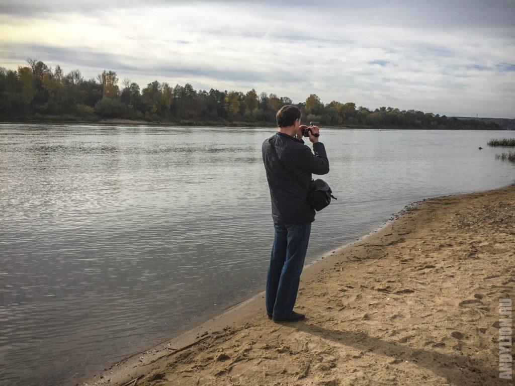 Андрей за работой на реке Ока