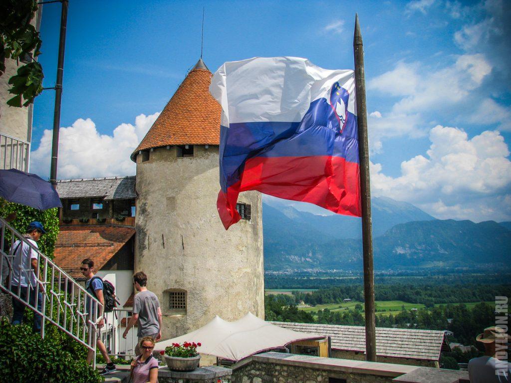 Башня и флаг Словении